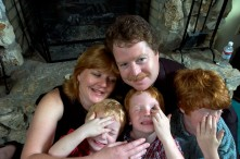 ###Rare Redhead: Michael and LuAnne Warren family of five redheads and red haired dog, Ocala### Redheaded parents LuAnne Warren, 42, and Michael Warren, 36, do their best to sit with their three active red haired boys. Jonathan Warren, 3, left, Paul Warren, 6, center, and Matthew Warren, 8, all have fun with Jenny the Golden Retriever, also a redhead, Monday evening, April 11, 2005, Ocala, FL, USA. (Jannet Walsh/Star-Banner)2005