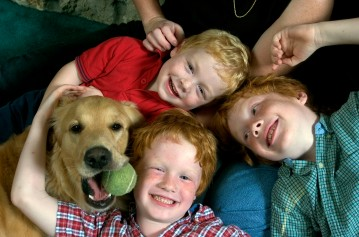 ###Rare Redhead: Michael and LuAnne Warren family of five redheads and red haired dog, Ocala### Redheaded parents LuAnne Warren, 42, and Michael Warren, 36, do their best to sit with their three active red haired boys. Jonathan Warren, 3, top, Paul Warren, 6, center, and Matthew Warren, 8, all have fun with Jenny the Golden Retriever, also a redhead, Monday evening, April 11, 2005, Ocala, FL, USA. (Jannet Walsh/Star-Banner)2005