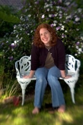 ###Rare Redhead: Brooke Cole, 26, Ocala### Redheaded Brooke Cole, 26, of Ocala, sits in her garden in the Ocala Historic District. She required additional pain relievers while giving birth to her daughter Symon Cole, now age 4. There is research about redheads that finds them more senitive to pain, Thursday afternoon, April 14, 2005, Ocala, FL, USA. (Jannet Walsh/Star-Banner)2005