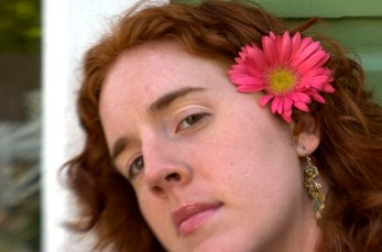 ###Rare Redhead: Brooke Cole, 26, Ocala### Redheaded Brooke Cole, 26, of Ocala, with Gerber Daisy in her hair from her garden, leans up against a home in the Ocala Historic District. Brooke required additional pain relievers while giving birth to her daughter Symon Cole, now age 4. There is research about redheads that finds them more senitive to pain, Thursday afternoon, April 14, 2005, Ocala, FL, USA. (Jannet Walsh/Star-Banner)2005