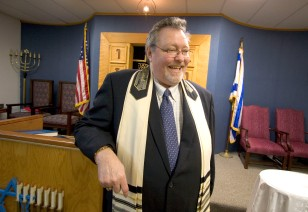 ###Ocala Star-Banner - Rabbi Samuel Dov Berman(cq) of Temple Beth Shalom, Ocala, FL.### Islam project: Rabbi Samuel Dov Berman(cq) of Temple Beth Shalom, talks about the importance of learning about other faiths, Wednesday afternoon, Aug. 2, 2006, Ocala FL. ( Jannet Walsh/Star-Banner)2006