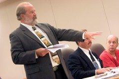 ###Ocala Star-Banner - John Couey(cq) request to change venue hearing, Inverness, FL### Defense Attorneys Daniel Lewan(cq), left, and Alan Fanter(cq), center for John Couey(cq), right, tried to change the venue of his trial from Miami in a hearing at the Citrus County Courthouse. Couey(cq) was charged with a Feb. 2005 murder, kidnapping and rape of Jessica Lunsford(cq), age 9, in Homosassa, Wednesday afternoon, Nov. 8, 2006, Inverness, FL. ( Jannet Walsh/Star-Banner)2006