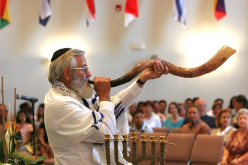 ###NEWS - Pentecost celebration at El Far Assembly of God, Belleview- CONTACT PHOTOGRAPHER 352-598-7976 - cell### Arnold Hauser (cq) of Ocklawaha, a Messianic Jew, blows the Shofar, a ram's horn, a the start of a joint Christian and Jewish Pentecost celebration at El Far Assembly of God, a Spanish and English church, located on US 301, Sunday morning, June 26, 2005, in Belleview, FL. (Jannet Walsh/Star-Banner)2005