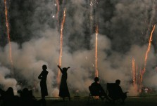 ###NEWS - The Jaycees God and Country Day, Ocala - CONTACT PHOTOGRAPHER 352-598-7976 - cell### Fireworks starts at the Golden Hills Golf and Turf Club, located on U.S. 27, about four miles west of Interstate 75, Monday evening, July 4, 2005, in Ocala, FL. (Jannet Walsh/Star-Banner)2005